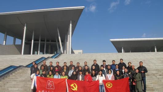 内蒙古包头博物馆全馆职工赴内蒙古博物院参观学习